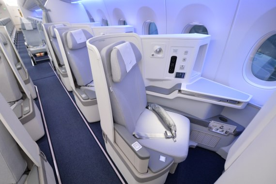 OH-LWA Finnair Airbus A350 Erstlandung Huber Austrian Wings Media Crew Business Class overview