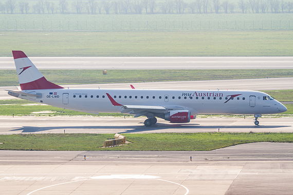 Thomas Ranner AUA Austrian Airlines OE-LWD erster Embraer E-195 rollt