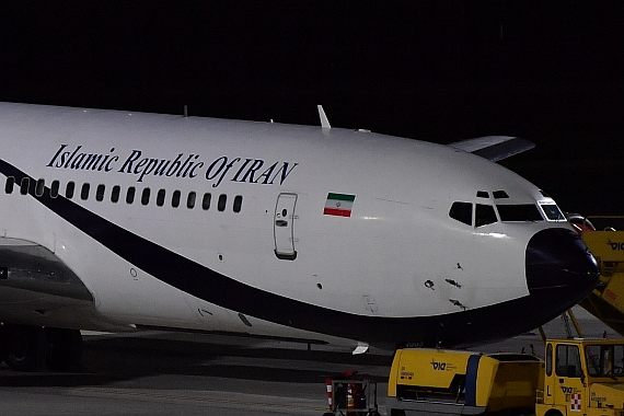 Nachtaufnahme Closeup Islamic Republic of Iran Boeing 707-300 Eyebrow Windows Foto Huber Austrian Wings Media Crew