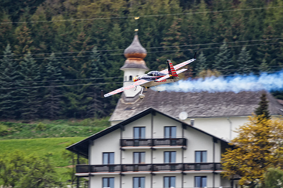 1_2KD73718_mini - Kirby Chambliss Red Bull Air Race Spielberg 2016 Foto Thomas Ranner