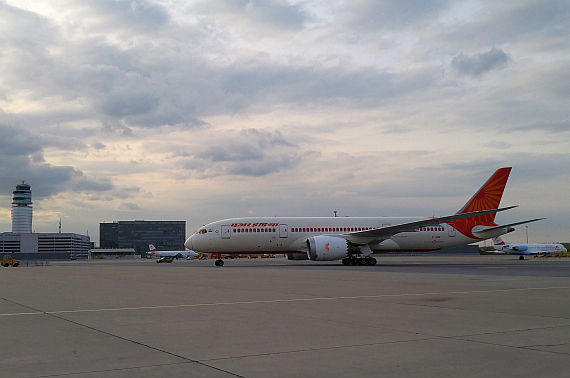 Air India Boeing 787-8 Dreamliner VT-ANE Erstlandung, Tower - Foto: N. Türkoglu / V-I-P.tv