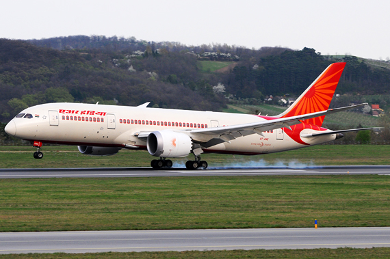 Air India Boeing 787-8 Dreamliner Erstlandung Wien - Touchdown - Foto: Austrian Wings Media Crew