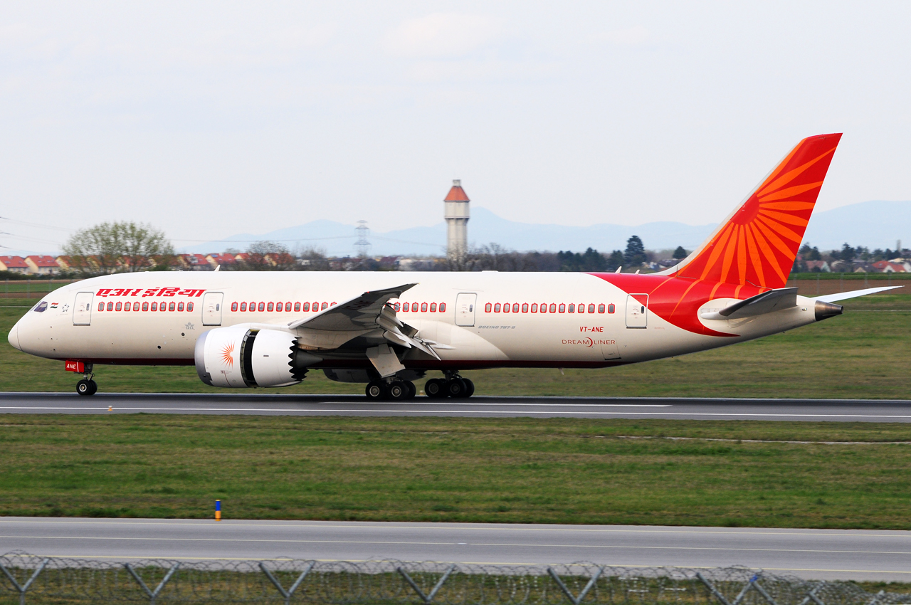 Air India Boeing 787-8 Dreamliner VT-ANE Erstlandung - rollout - Foto: Austrian Wings Media Crew