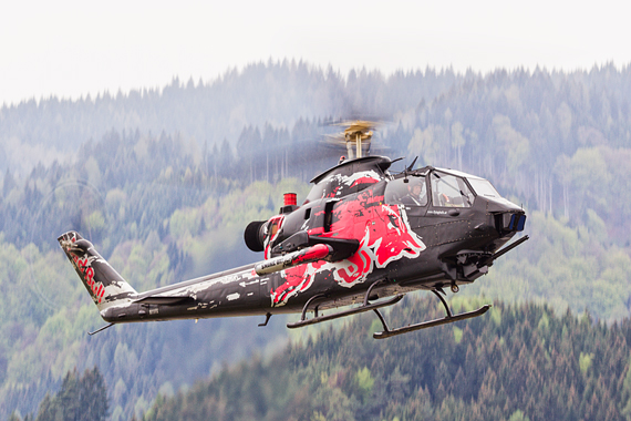 Red Bull Air Race Spielberg 2016 Foto Thomas Ranner Flying Bulls Bell AH-1 Cobra
