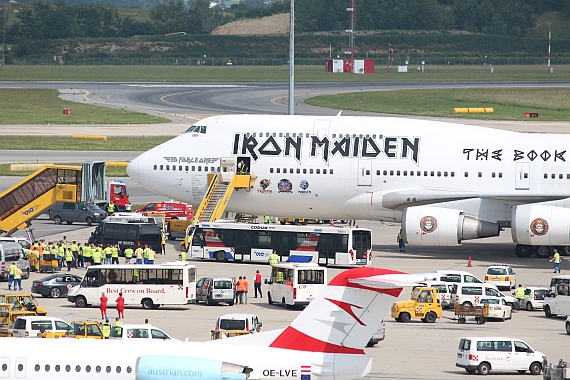 fotostrecke iron maiden 747 auf dem flughafen wien austrian wings. Black Bedroom Furniture Sets. Home Design Ideas