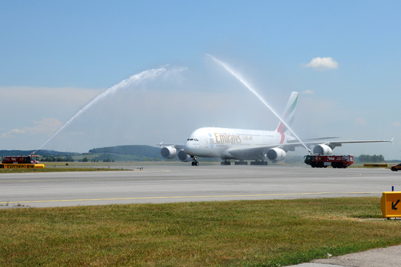 Emirates Airbus A380 water salute - Erster Linienflug - Foto Austrian Wings Media Crew