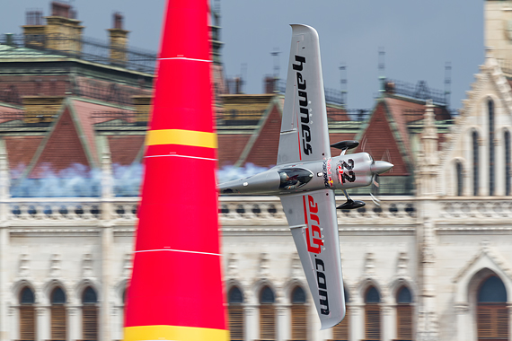 1_2KD78618_Hannes Arch_mini Red Bull Air Race Budapest 2016 Foto Thomas RAnner