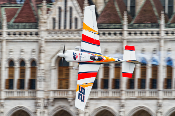 1_2KD78640_Juan Velarde Red Bull Air Race Budapest 2016 Foto Thomas RAnner