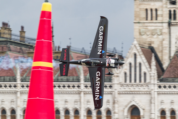 1_2KD78735_Pete McLeod Red Bull Air Race Budapest 2016 Foto Thomas RAnner