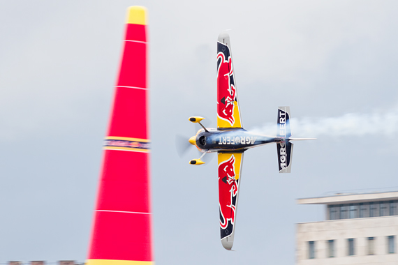 1_2KD78907_Martin Sonka Red Bull Air Race Budapest 2016 Foto Thomas RAnner