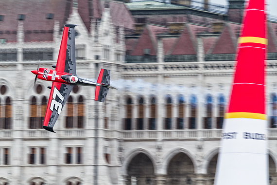 1_2KD78989_Peter Podlunsek Red Bull Air Race Budapest 2016 Foto Thomas RAnner