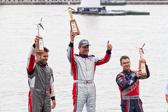 1_2KD79675_Siegerehrung Red Bull Air Race Budapest 2016 Foto Thomas RAnner