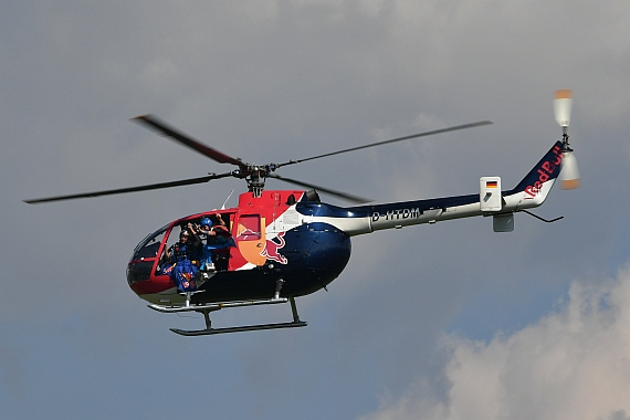 Bo-105 der Flying Bulls mit Skydivern