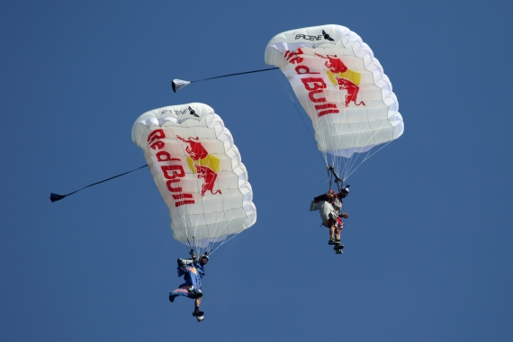 Fallschirme Red Bull Zeltweg 2016_Robert Erenstein Skydiver Airpower 2016