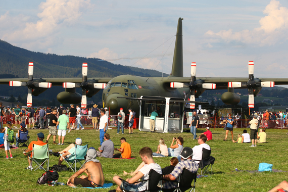 Publikum Herkules Airpower 2016 Foto Christian Zeilinger Austrian Wings Media Crew