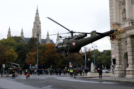 bundesheer-alouette-iii-nationalfeiertag-2016-zentrum-wien-211016-robert-erenstein