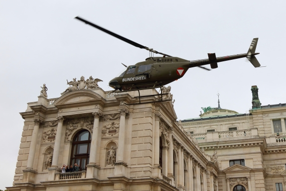 bundesheer-oh-58-kiowa-nationalfeiertag-2016-zentrum-wien_4-oh58-211016-robert-erenstein