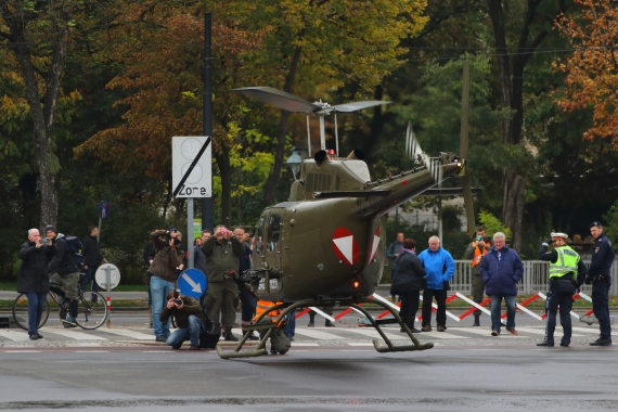 bundesheer-oh-58-kiowa-nationalfeiertag-2016-zentrum-wien_5-oh58-211016-robert-erenstein