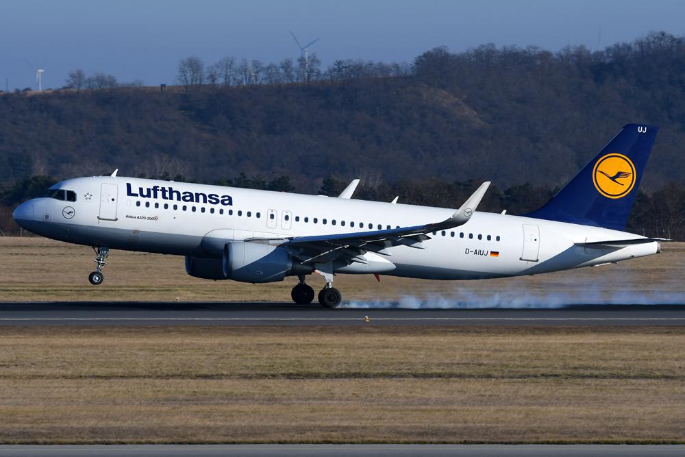 aviation herald crewmitglieder durch fume event auf lufthansa airbus a320 verletzt austrian. Black Bedroom Furniture Sets. Home Design Ideas