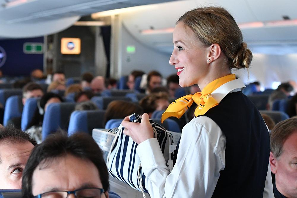 Wirtschaft, Handel & Finanzen: Lufthansa und Gewerkschaft Ufo streiten über Freistellungen