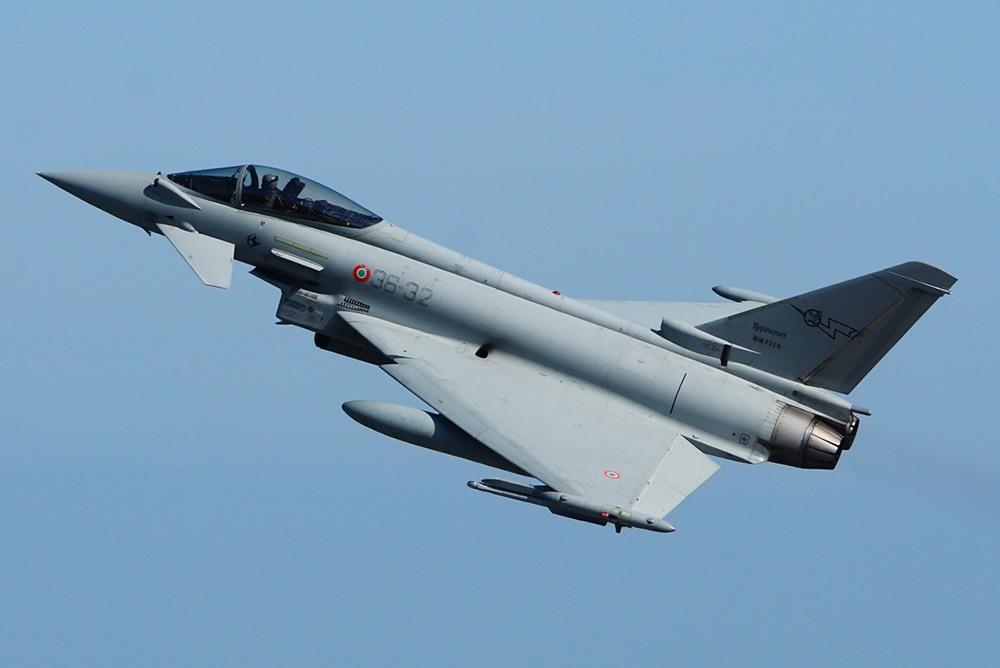 Eurofighter stürzt bei Flugshow ins Meer