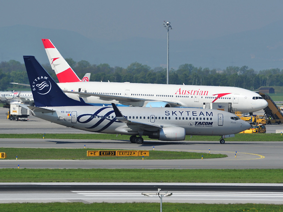 Boeing 737-700 von Tarom in den Farben der Skyteam-Allianz - Foto: P. Radosta / Austrian Wings