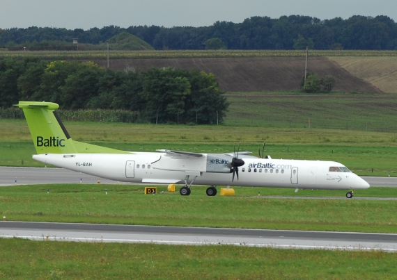 Bombardier Q400 der Air Baltic in Wien - Foto: P. Radosta / Austrian Wings