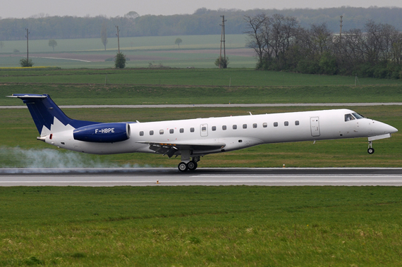Pan Europeenne Air Service Embraer ERJ145 - Foto: Chris Jilli