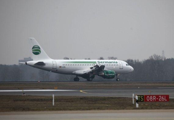 Der erste Germania Airbus A319 bei der Landung in Berlin Tegel - Foto: Germania