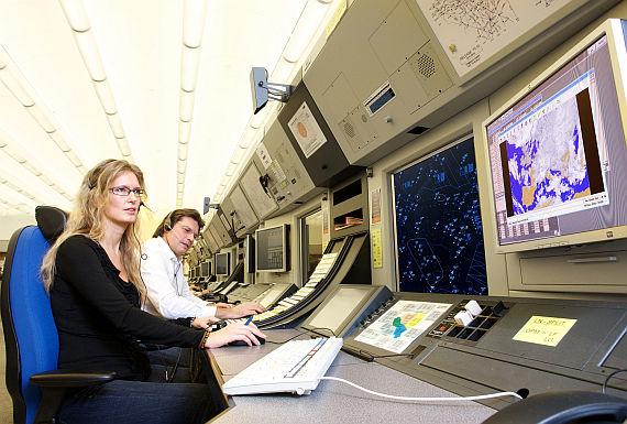 Fluglotsen bei der Arbeit - Foto: Austro Control