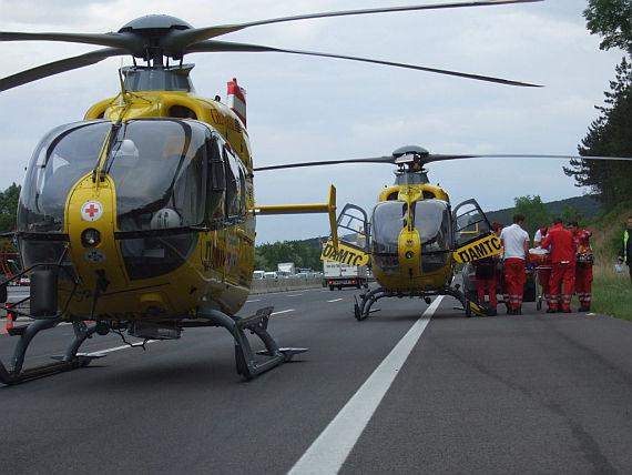 Christophorus 9 und Christophorus 2 im Einsatz auf der Südautobahn bei Wöllersdorf - Foto: ÖAMTC (Christophorus 9)