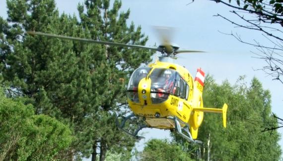 ÖAMTC Notarzthubschrauber im Anflug auf die Unfallstelle - Foto: ÖAMTC