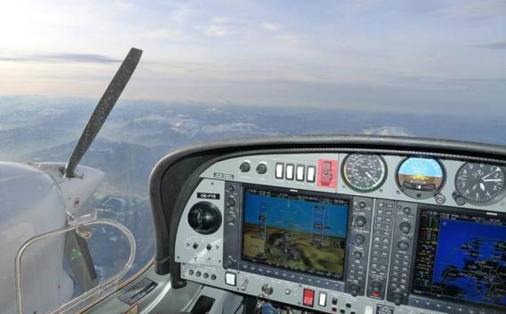 Der AE300 im Dauerleistungstestflug in 4000 m Höhe - Foto: Diamond Aircraft