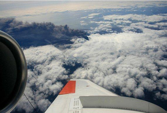 Messflug der Falcon über dem Vulkan Eyjafjalla am 1. Mai 2010 - Foto: DLR