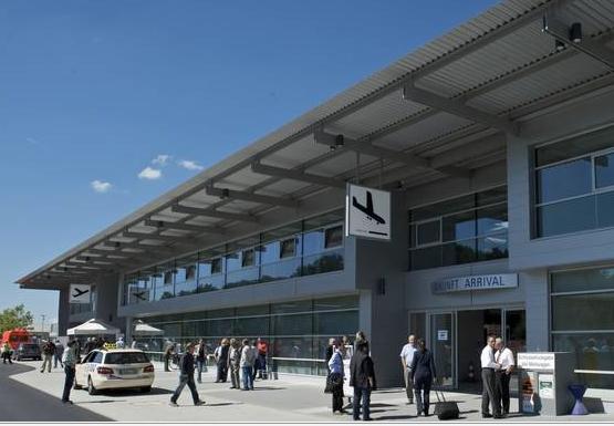 Flughafenterminal - Foto: Flughafen Friedrichshafen