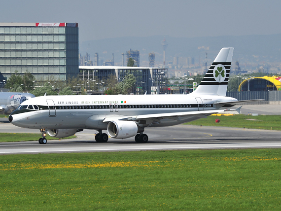 A320-200 von Aer Lingus in Retro Farben beim Start auf der 16 - Foto: P. Radosta / Austrian Wings