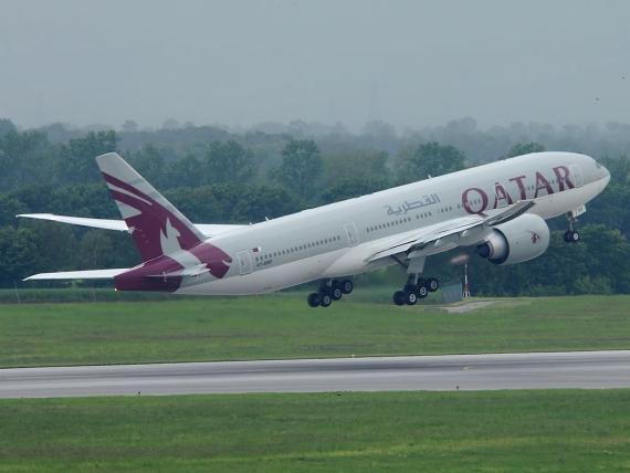 Boeing 777-200LR von Qatar beim Start in Wien - Foto: P. Radosta / Austrian Wings