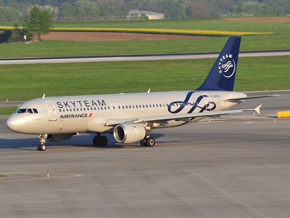 Die Maschine auf dem Weg zur Piste 16 - Foto: P. Radosta / Austrian Wings