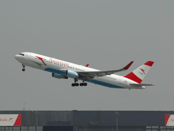 Boeing 767-300ER der AUA beim Start zu einem Langstreckenflug - Foto: Austrian Wings Media Crew