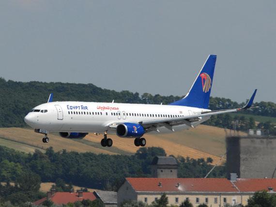 Eine der 17 Boeing 737 von Egyptair (noch in alter Bemalung) bei der Landung in Wien - Foto: P. Radosta / Austrian Wings