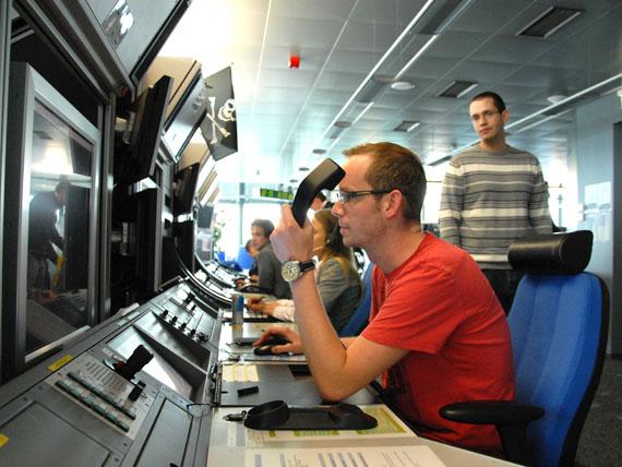Fluglotsen bei der Arbeit - Foto: Austrian Wings Media Crew